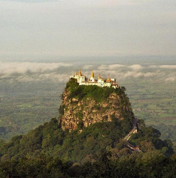 Monte Popa (cerca de Pagan, Burma)