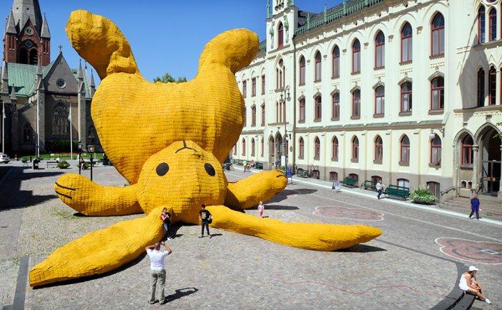 Arte urbano - Conejo bocabajo