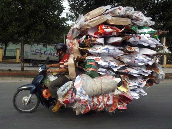 moto cargada de paquetes