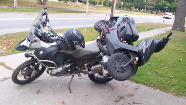 moto transportando otra moto