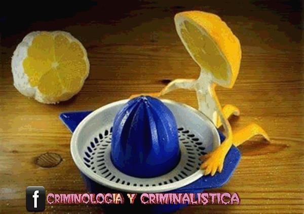 naranja exprimidora suicidio