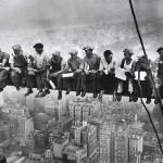 Obreros a la hora del almuerzo (1932)