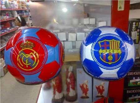 WTF - Balones del Real Madrid y del Barça