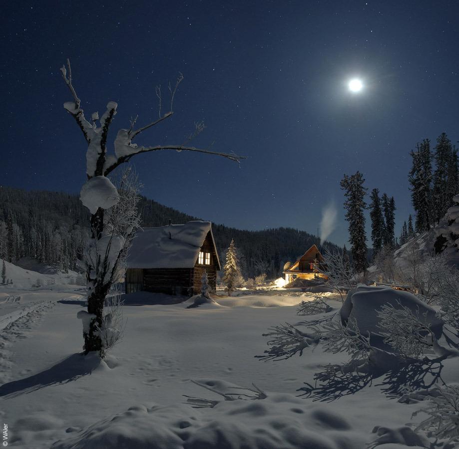 Paisaje nocturno - Casetas y nieve