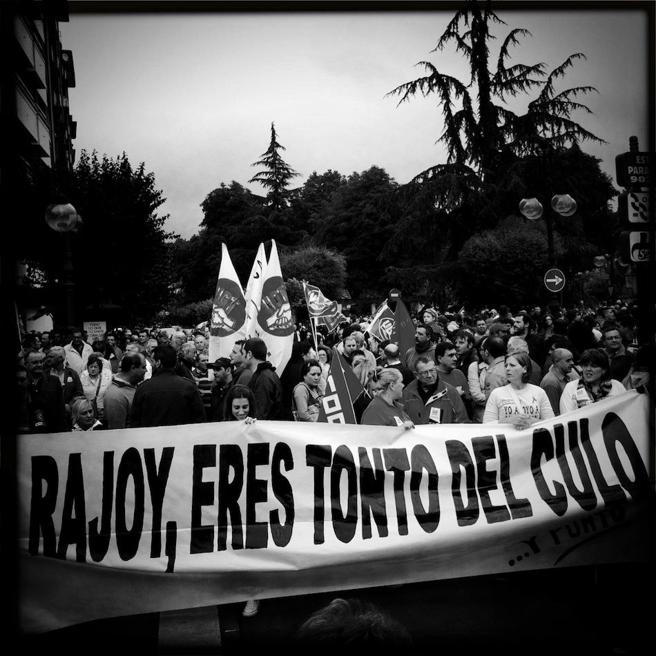 """Pancarta """"Rajoy, eres tonto del culo"""""""