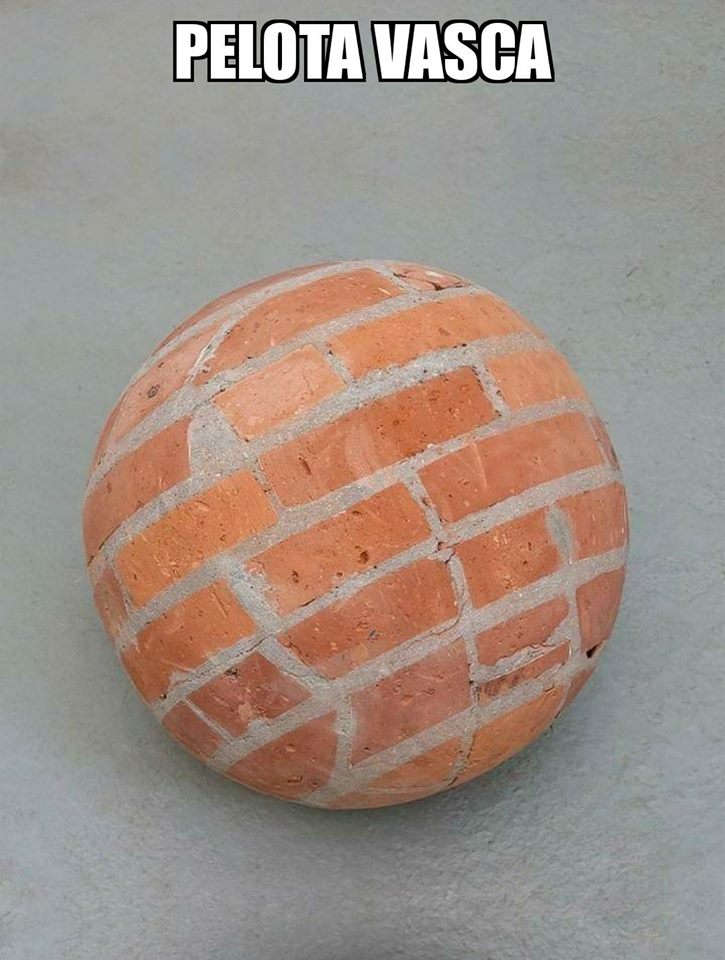 pelota vasca hecha con ladrillos