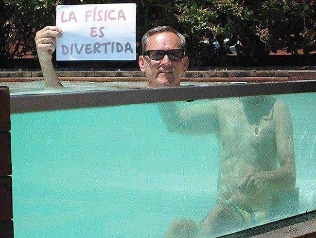 piscina con borde transparente la fisica es divertida