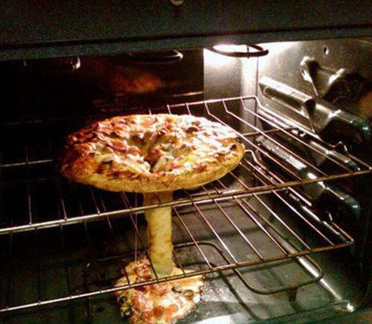 Parecidos razonables - Pizza y bomba atómica