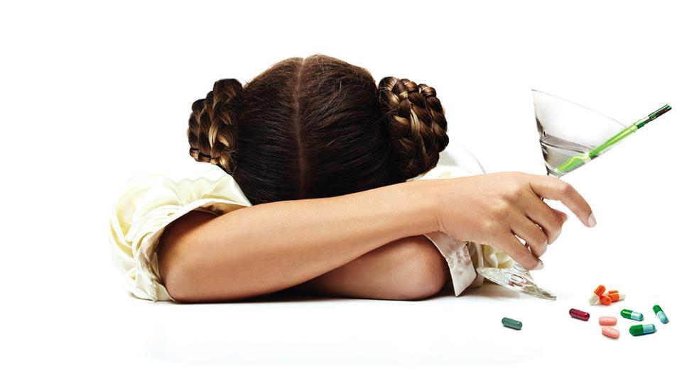 princesa leia años despues - alcohol y pastillas