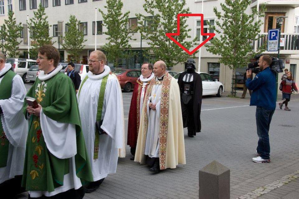 Darth Vader se cuela en una procesión