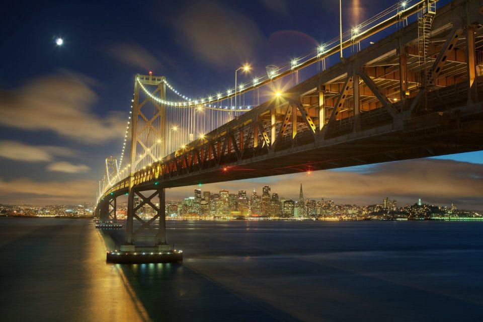 Puente de San Francisco de noche