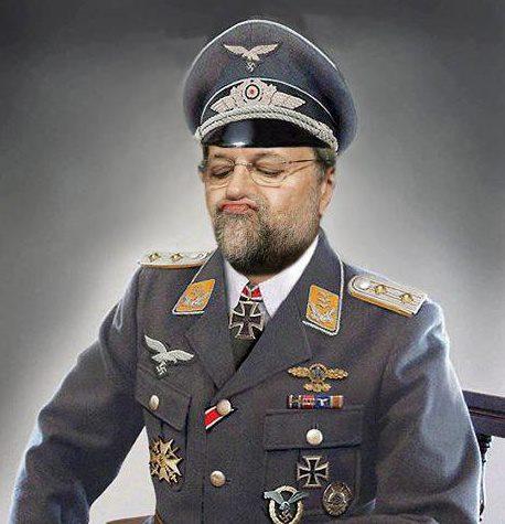 Rajoy con uniforme