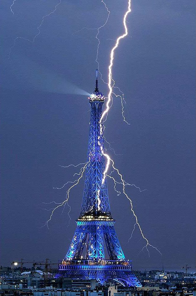 Rayo sobre Torre Eiffel