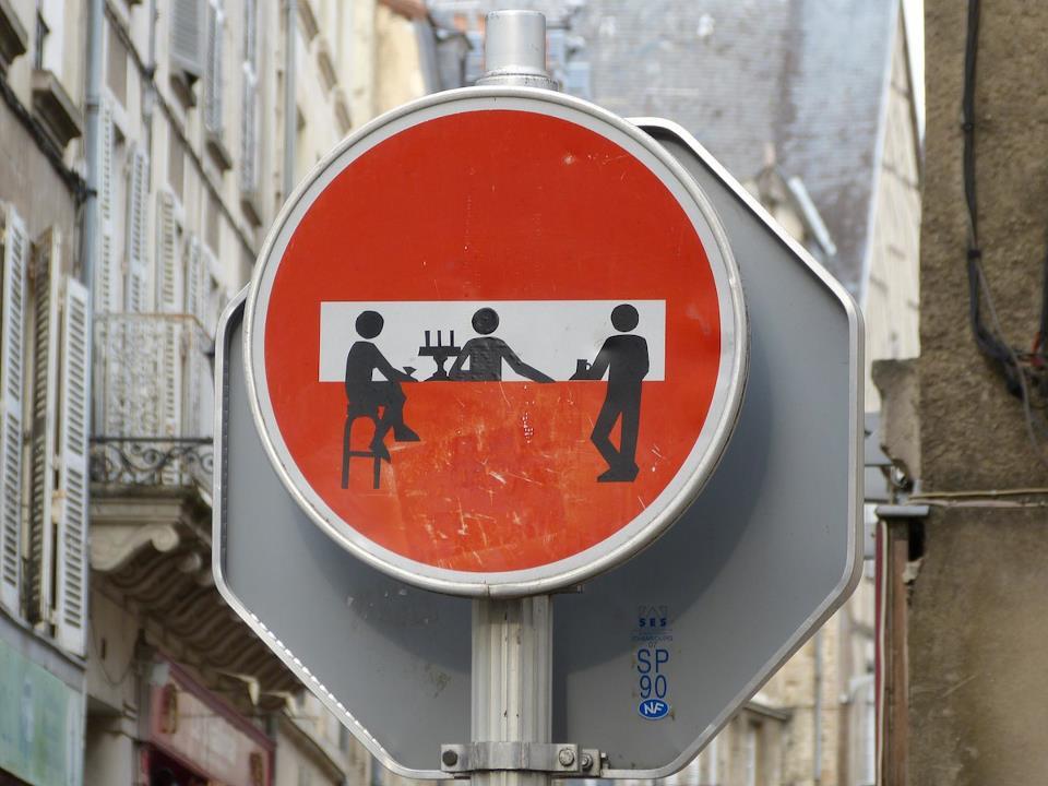 Señal de prohibido el paso retocada