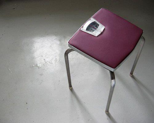 Nuevo invento para motivarte en todo momento: la silla-báscula