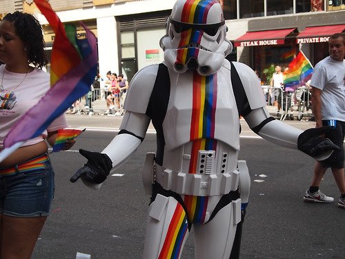 soldado armada imperial colores arcoiris gay