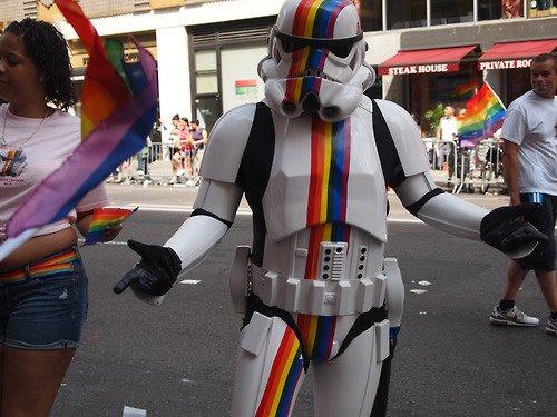soldado armada imperial colores arcoiris gay