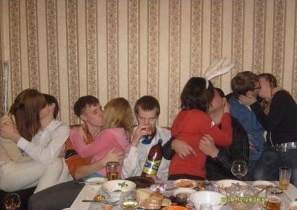 Con su amiga la botella