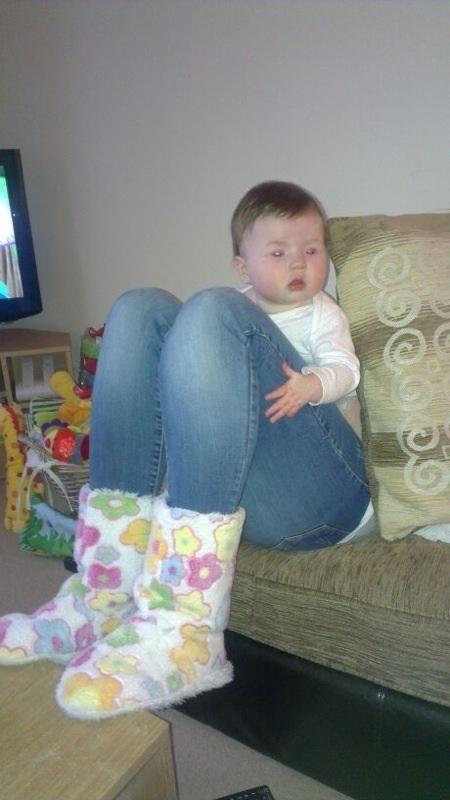 trampantojo - bebe con piernas enormes