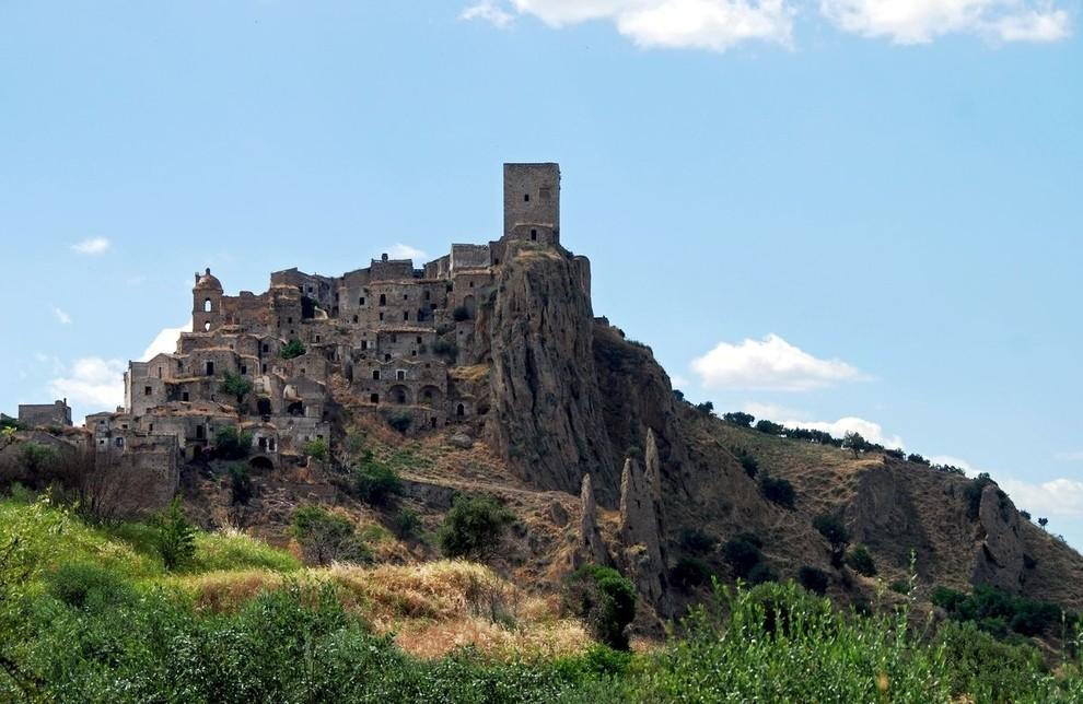 viviendas en montaña abandonadas en caco italia